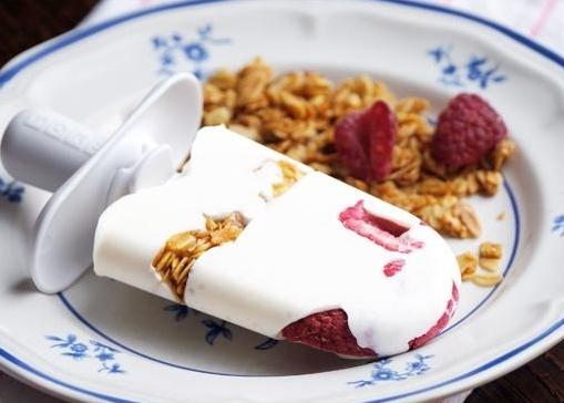 Berry-Granola Yogurt Pops